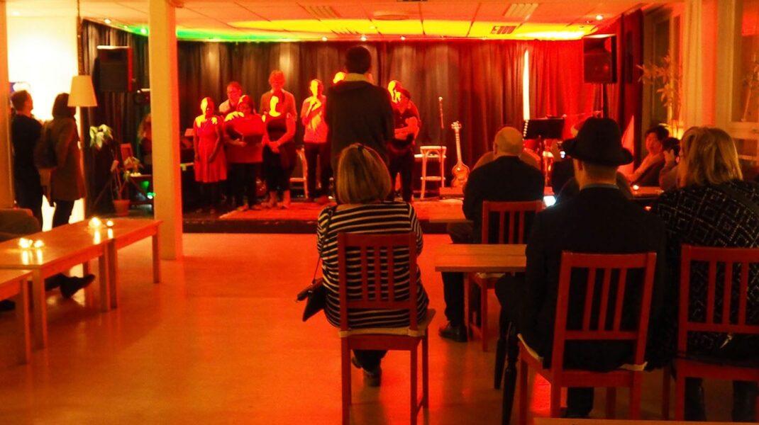 uppträdande på Stora Blå Kultur med publik