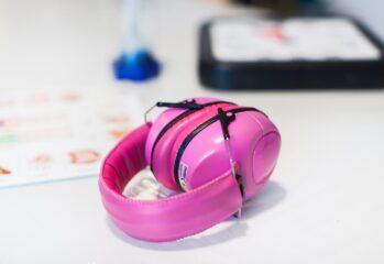 rosa hörselkåpor